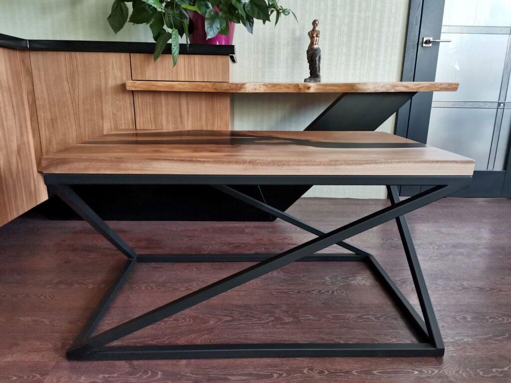 Кофейный столик со столешницей из слэба грецкого ореха