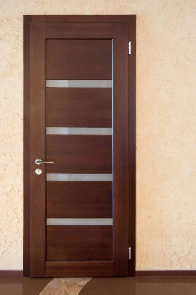 Межкомнатная дверь, массив сосны
