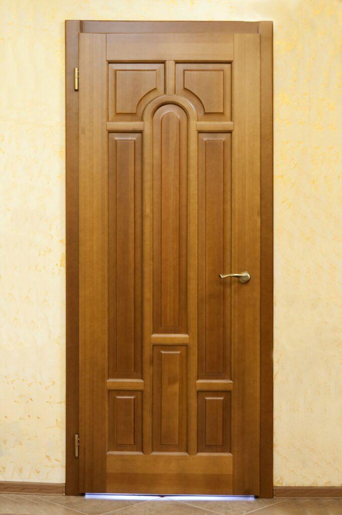 Межкомнатная дверь. Массив сосны.