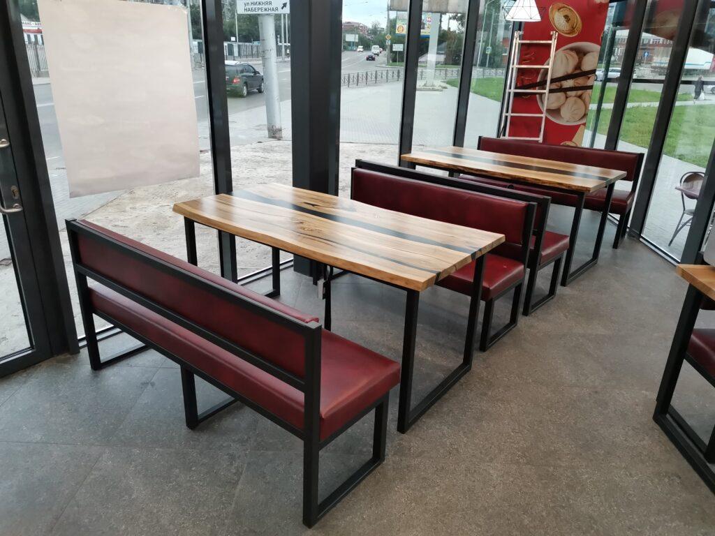 Обеденные столы. Орех, смола, металл