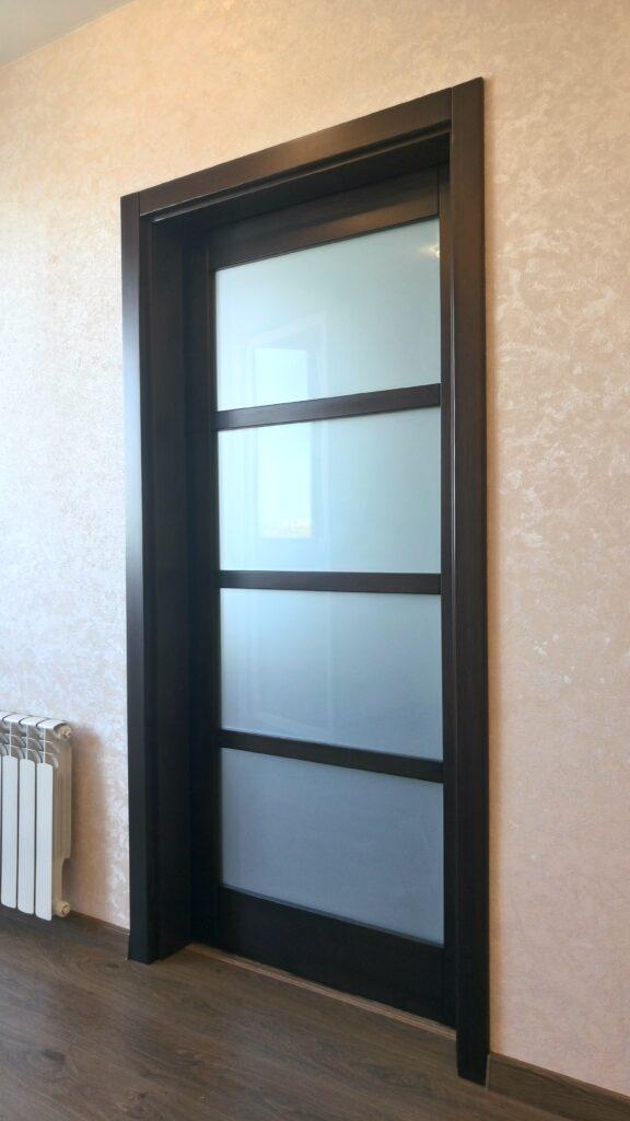 Раздвижная дверь, массив сосны, цвет венге