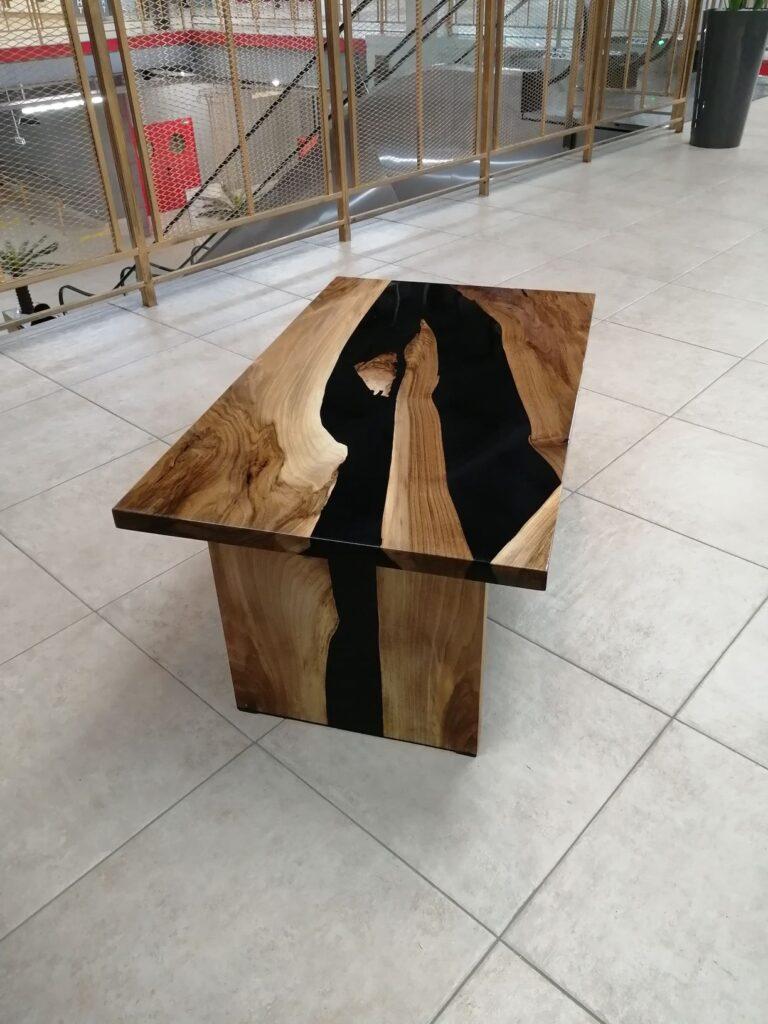Журнальный столик из слэбов ореха