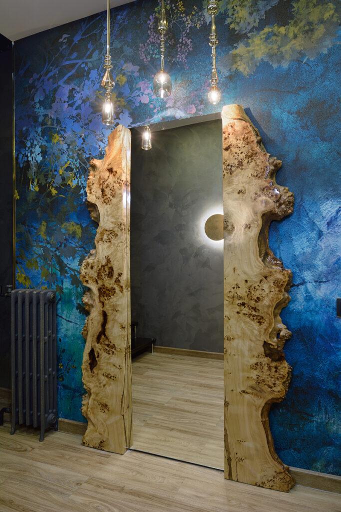 Зеркало в раме из слэба горного тополя